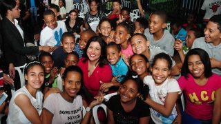 """La vicepresidenta Margarita Cedeño disfrutó junto a decenas de niños y niñas de Santo Domingo y del Distrito Nacional el concierto """"Un canto de amor a la Navidad""""."""