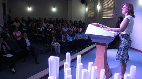 La directora de la Biblioteca Infantil y Juvenil República Dominicana (BIJRD), Dulce Elvira de los Santos, explicó que la cuarta convocatoria del Concurso Nacional de Botellas Literarias2017 será dedicado al extinto poeta dominicano René del Risco Bermúdez.