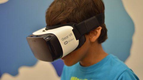 Para el recorrido virtual por las ciudades se utiliza el Gear VR, un modelo de gafas virtual de Samsung.