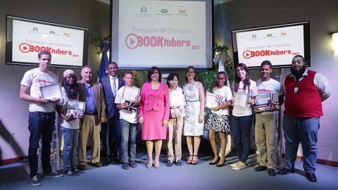 El concurso, que promueve la creación de reseñas de libros en video para sercompartidas en YouTube, se inició en noviembre del año pasado en la Biblioteca Infantil yJuvenil República Dominicana (BIJRD).