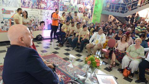 El autor de cómics, Chris Claremont, valoró la calidad de los trabaos de dibujantes dominicanos durante el acto de clausura de la Feria del Cómic 2017.