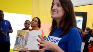 La directora de la organización Plan Internacional, Virginia Saiz, resaltó la importancia de promover e incentivar la lectura entre los niños y jóvenes