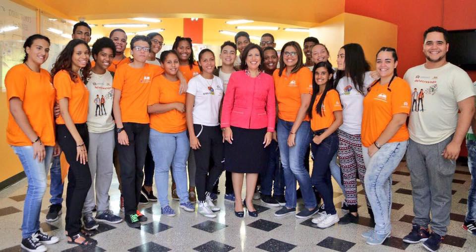 La doctora Margarita Cedeño, vicepresidenta de la República, ejecuta importantes proyectos a través de las entidades adscritas al Gabinete de Coordinación de Políticas Sociales (GCPS) para fomentar valores y desarrollar capacidades en los jóvenes para que estos tengan herramientas para alcanzar su propio desarrollo.